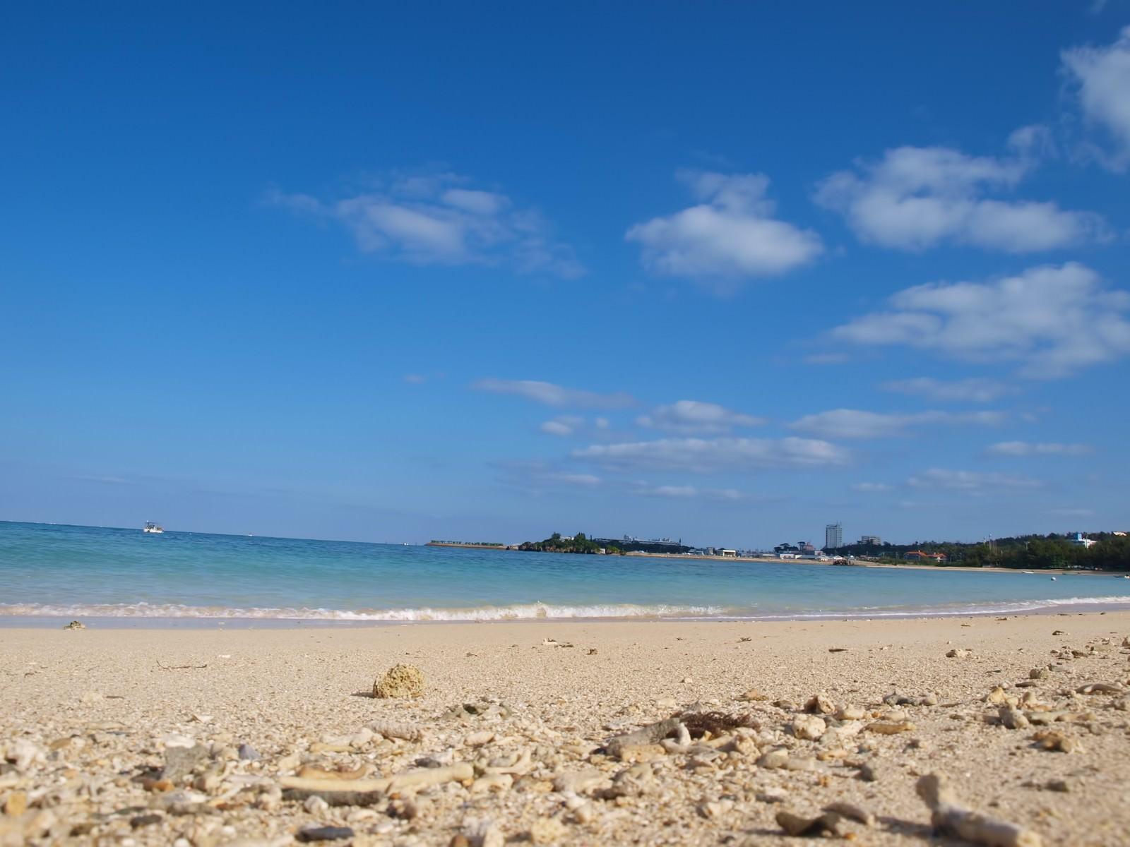 「沖縄の白い砂浜沖縄の白い砂浜」のフリー写真素材を拡大