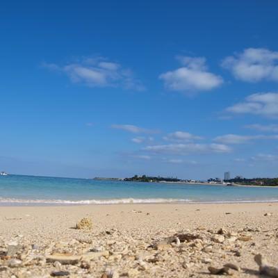 「沖縄の白い砂浜」の写真素材