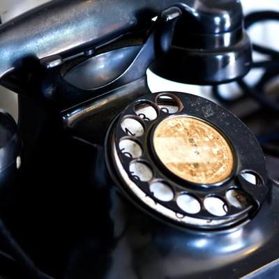 レトロな黒電話の写真