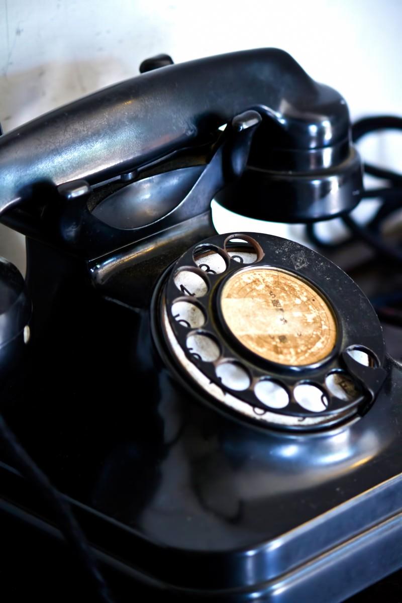 「レトロな黒電話」の写真