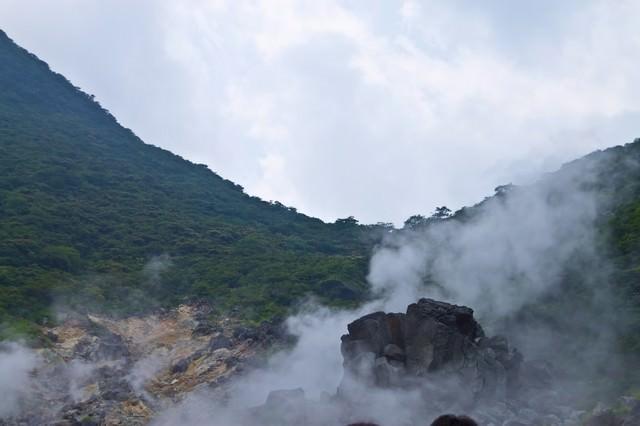水蒸気が立ち上る大涌谷