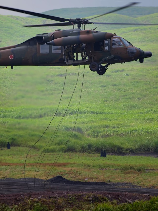 UH-60からの降下の写真