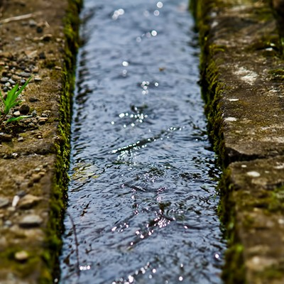 「田舎の用水路」の写真素材