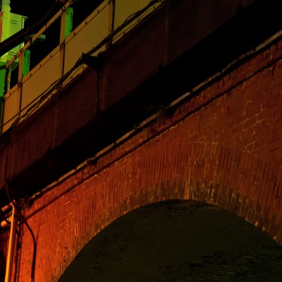 「アーチ状のガード下」の写真素材