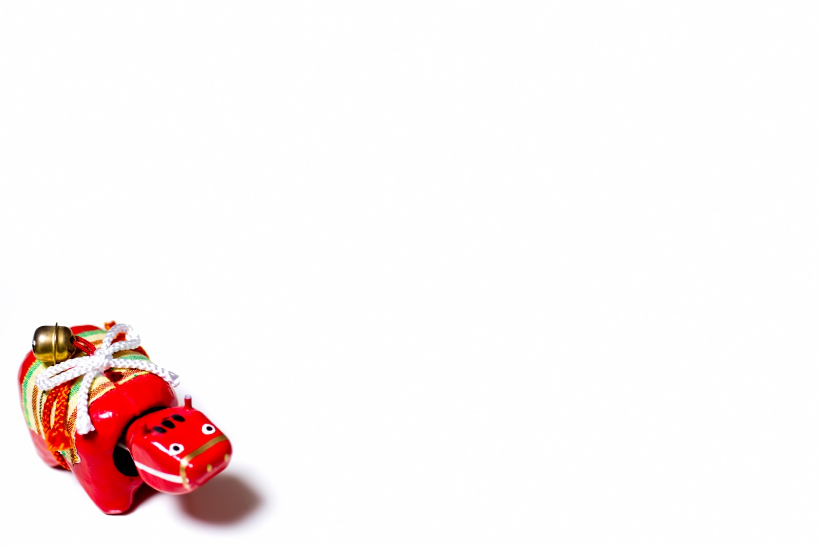 「赤べこ一匹赤べこ一匹」のフリー写真素材を拡大