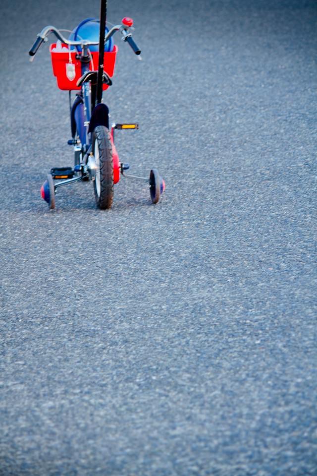 補助輪付き自転車の写真