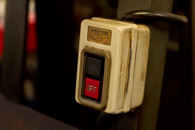 古い電源ボタンの写真