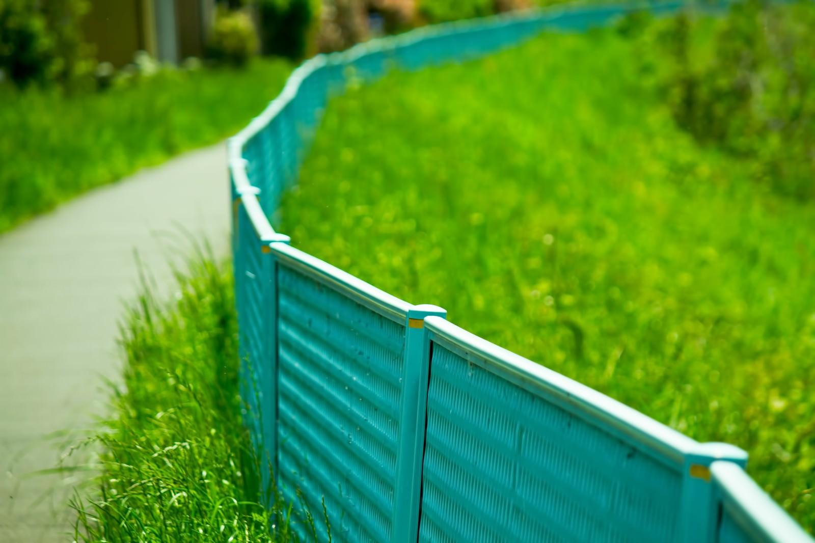 「河川敷のフェンス」の写真