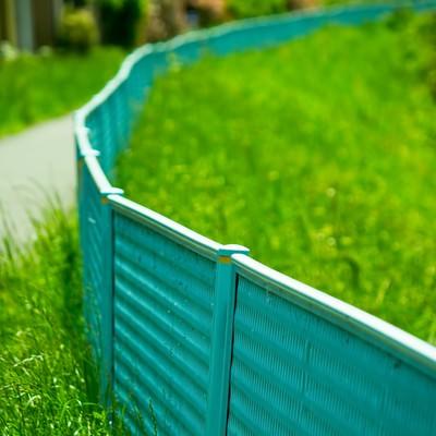 河川敷のフェンスの写真