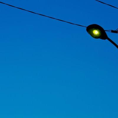「薄暗い街灯」の写真素材