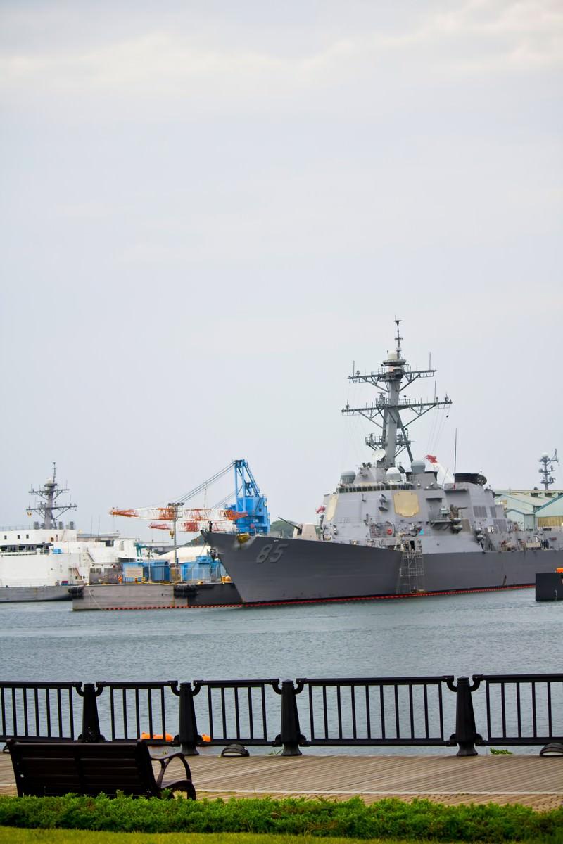 「ヴェルニー公園と軍艦」の写真