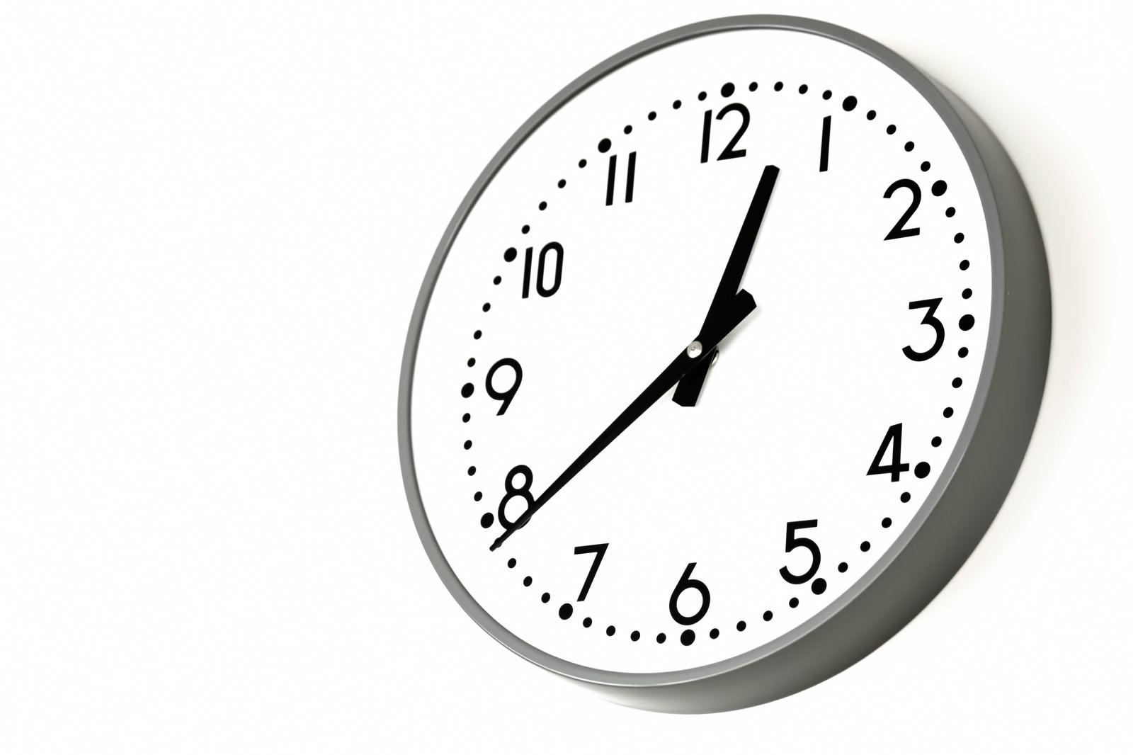 「業務用の掛け時計」の写真