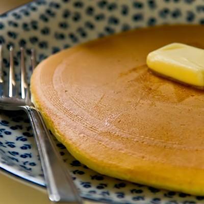 「バターとホットケーキ」の写真素材