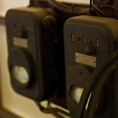 「古い機械の電圧計」の写真素材