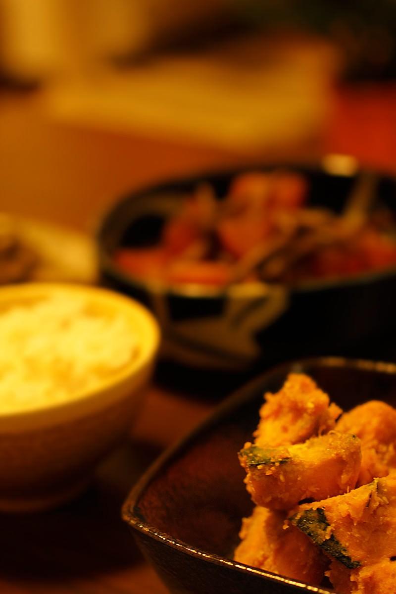 「かぼちゃの煮物とご飯」の写真