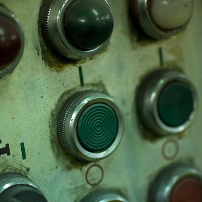 「機械のスイッチボタン」の写真素材