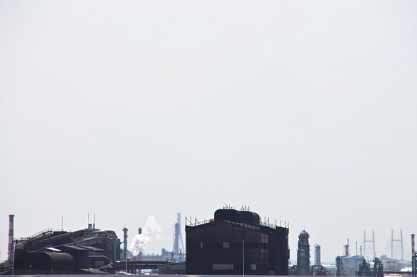 「工業地帯の工場工業地帯の工場」のフリー写真素材を拡大