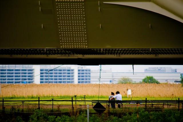 高架下の恋人達の写真