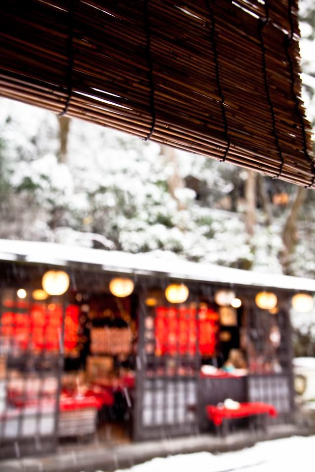 雪が積もるお茶処の写真
