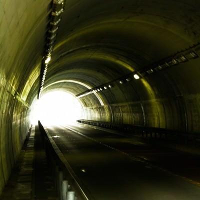 「不気味なトンネル」の写真素材