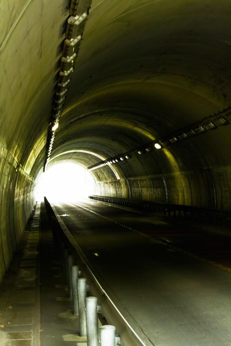 「不気味なトンネル」の写真