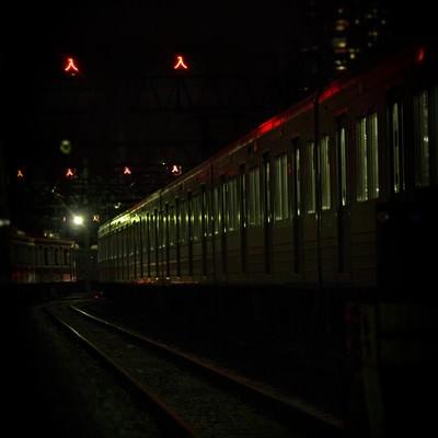 「車庫に入った電車(夜間)」の写真素材