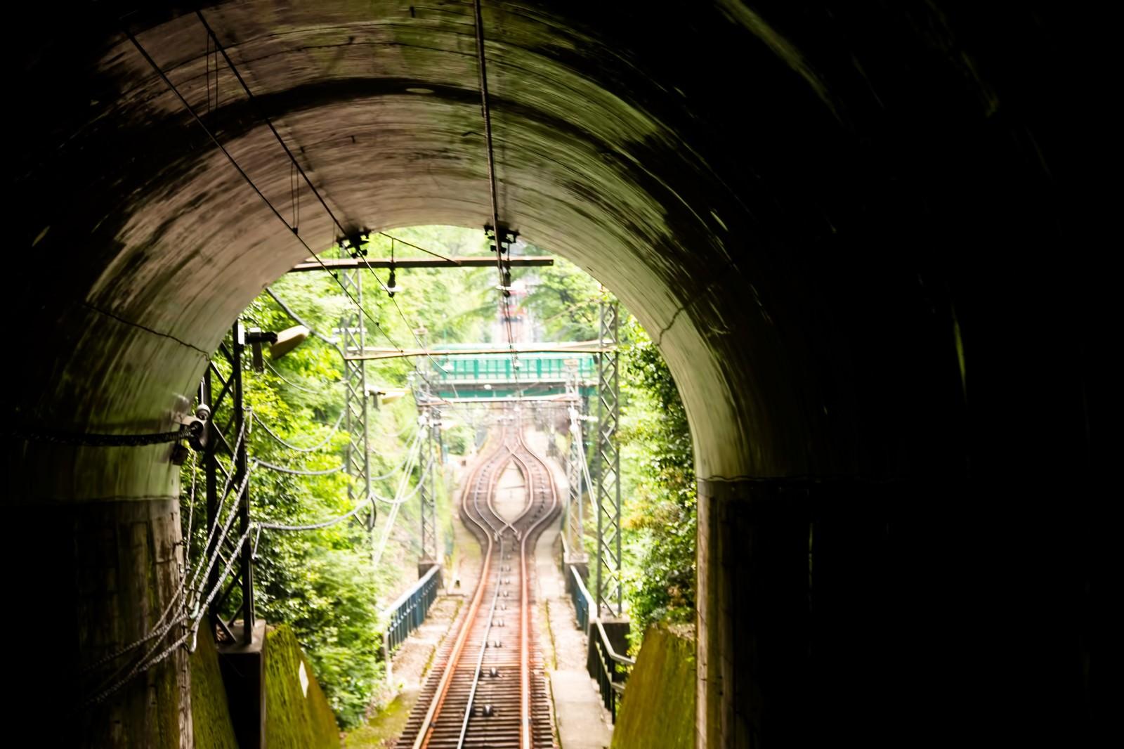 「ケーブルカーのトンネル」の写真