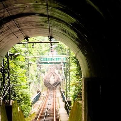 「ケーブルカーのトンネル」の写真素材
