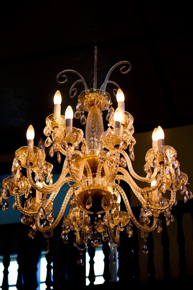 洋館のシャンデリアの写真