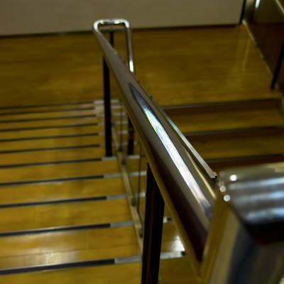 「百貨店の下り階段」の写真素材
