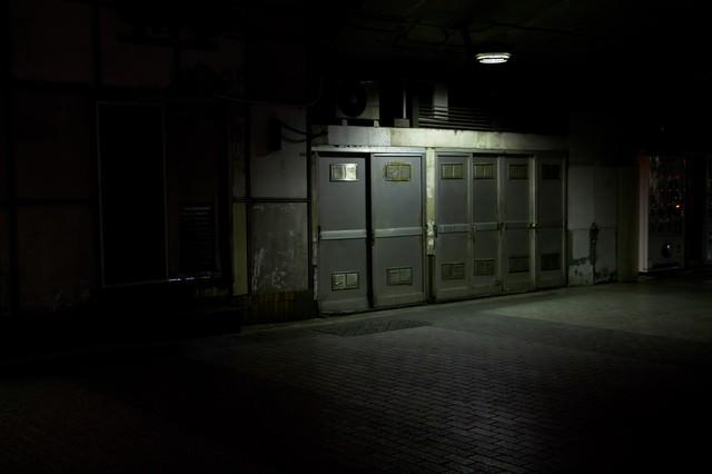 薄暗い通路の写真