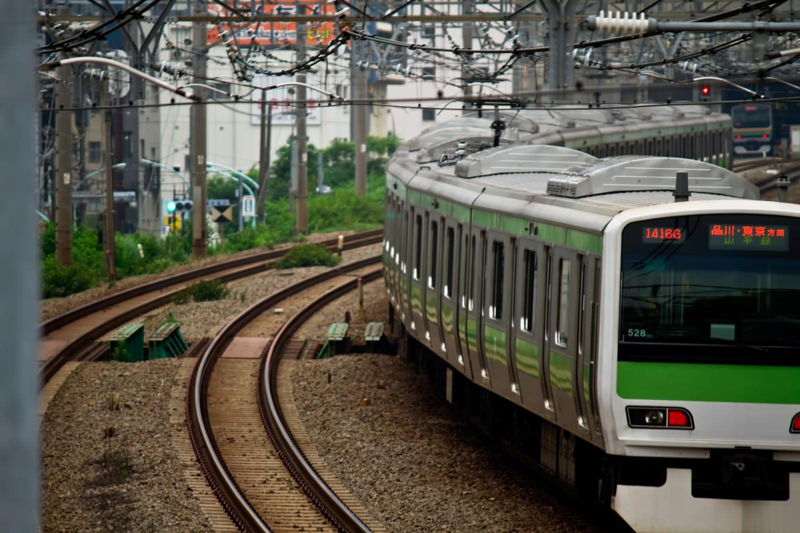 「渋谷行の山手線」の写真