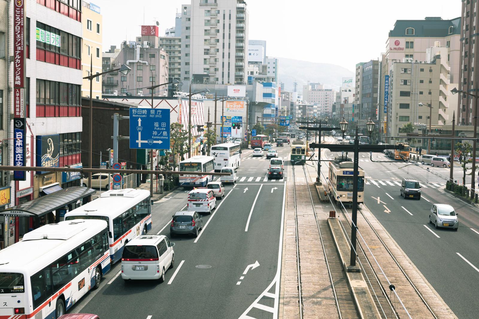 「長崎駅前の路面電車など」の写真