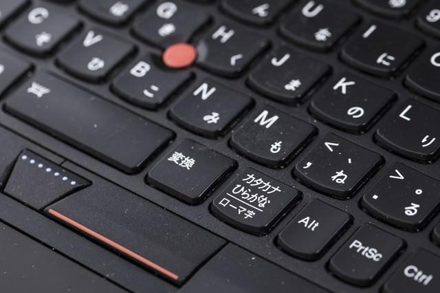 埃で汚れたJISキーボードの写真