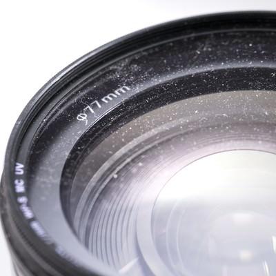 「埃が付着したカメラレンズ」の写真素材