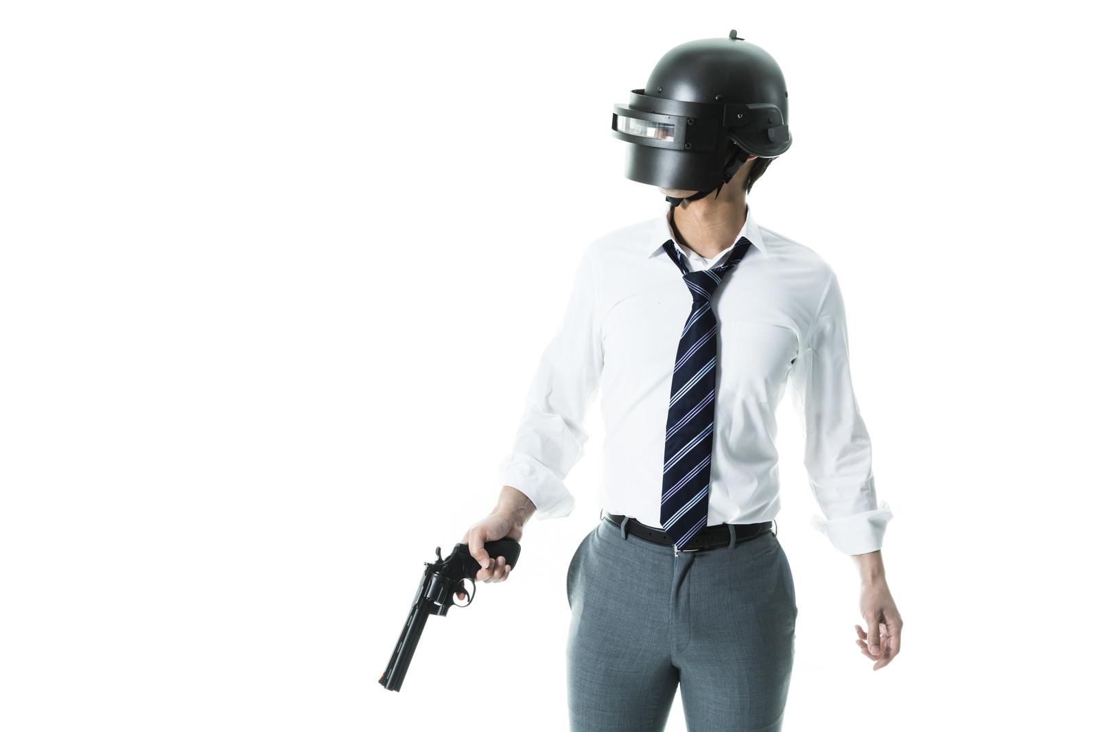 「拳銃ひとつでドン勝した凄腕プレイヤー拳銃ひとつでドン勝した凄腕プレイヤー」[モデル:大川竜弥]のフリー写真素材を拡大