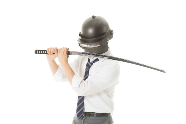 日本刀を構えマッチ開始を待つプレイヤー