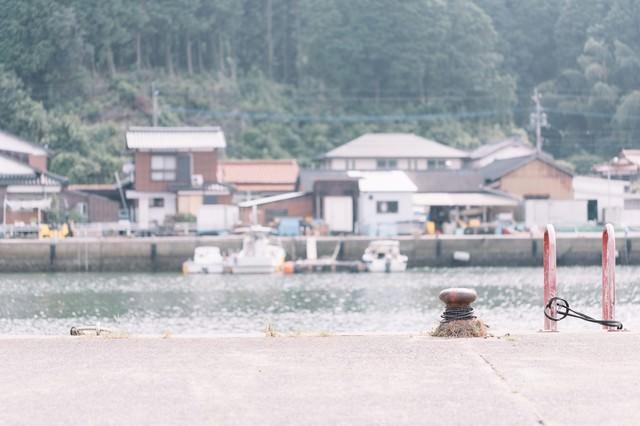 佐賀県伊万里市の波多津港と街並みの写真