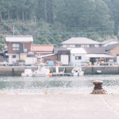 「佐賀県伊万里市の波多津港と街並み」の写真素材
