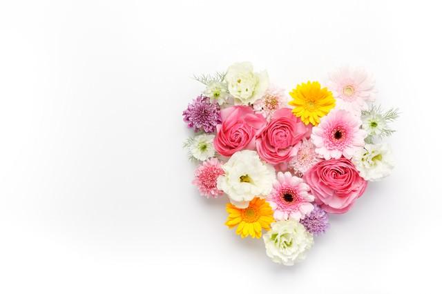 ハート型の花で愛情表現の写真
