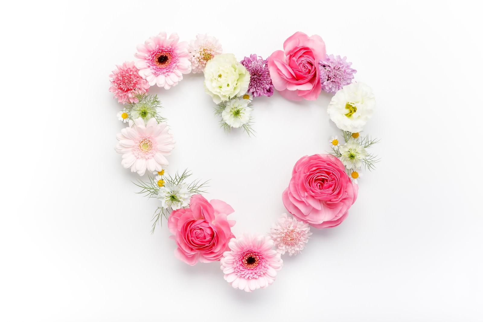 「お花のハートマーク(フレーム)お花のハートマーク(フレーム)」のフリー写真素材を拡大