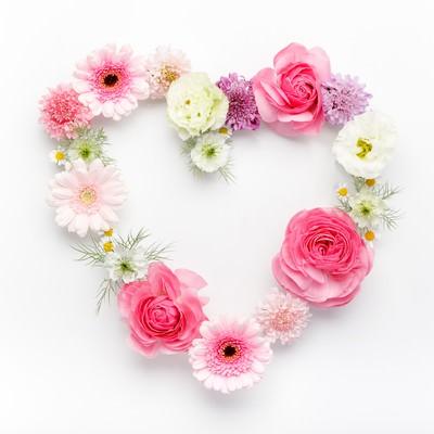 「お花のハートマーク(フレーム)」の写真素材