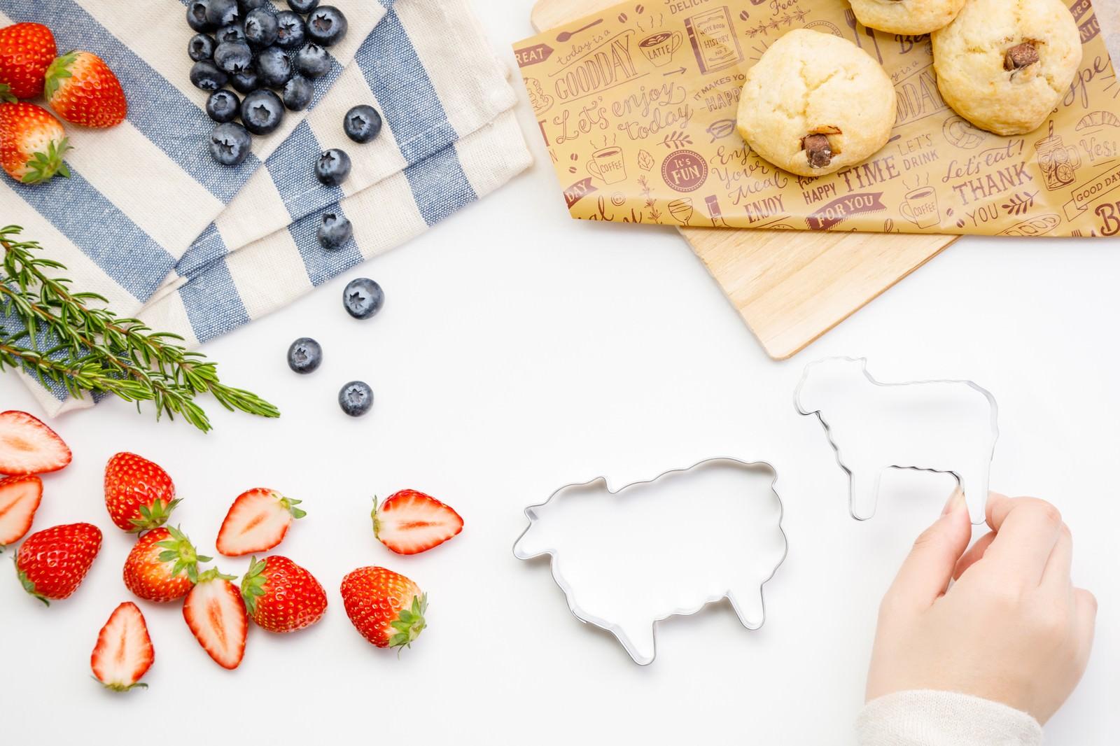 「フルーツとお菓子作りフルーツとお菓子作り」のフリー写真素材を拡大