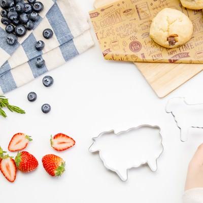 「フルーツとお菓子作り」の写真素材