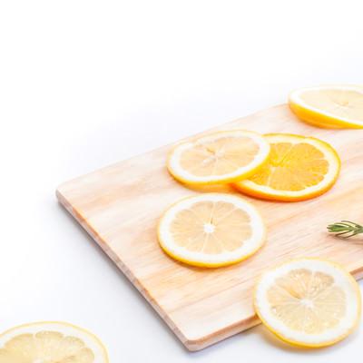 「おしゃれなカットレモン」の写真素材