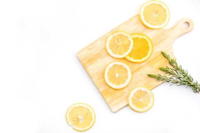 カットされたレモン(柑橘)の写真