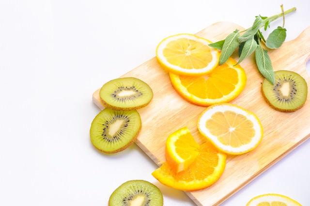 レモンとキウイフルーツのカットの写真