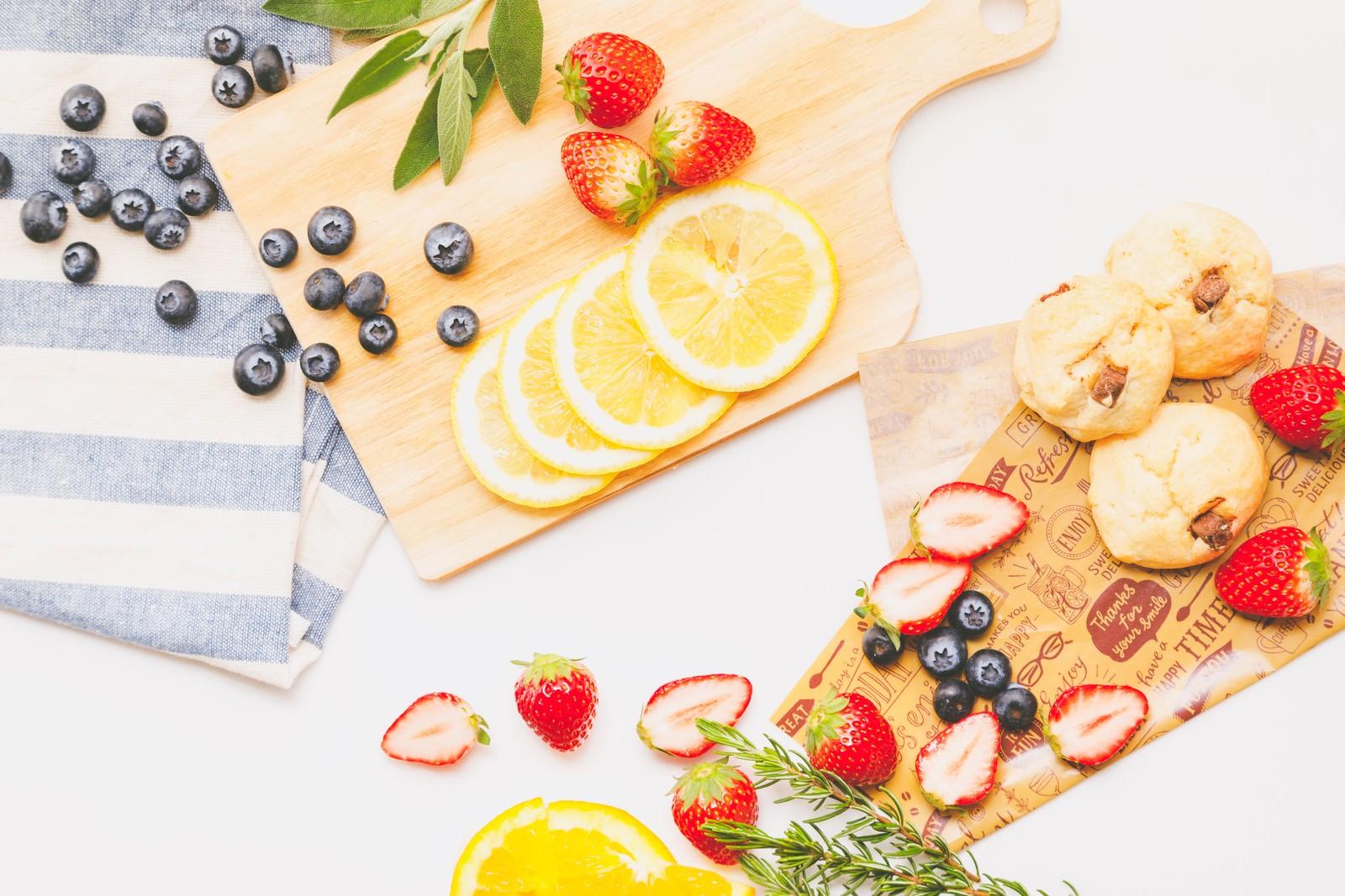 「果物・カットフルーツが集合」の写真