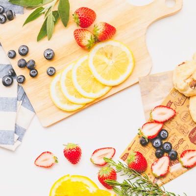 「果物・カットフルーツが集合」の写真素材