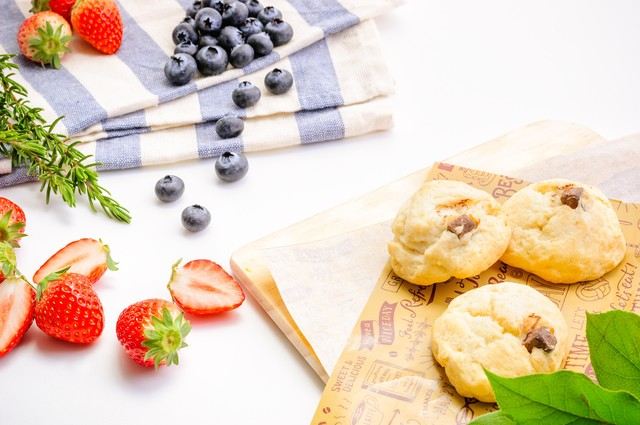 朝食は美味しいフルーツ(苺とブルーベリー)の写真